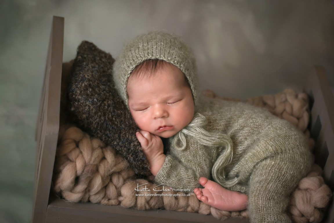 Newborn baby in mini-bed - Kate Eden Photography - Milton Keynes newborn photographer