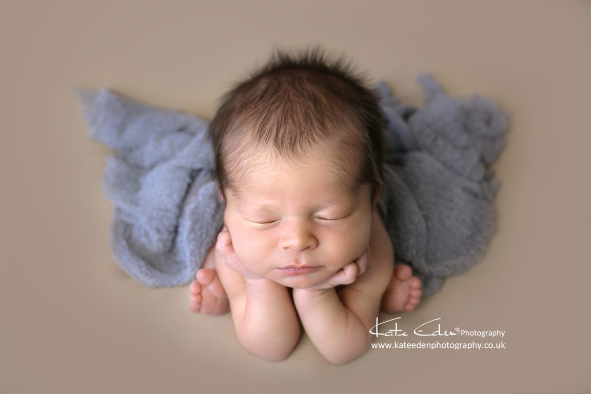 Froggy pose - newborn photography - Aberdeen